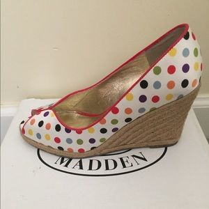 STEVE MADDEN Size 6.5 Wedge
